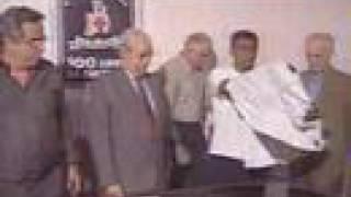 Em 1999, após alguns anos jogando no arqui-rival Flamengo e em outros clubes do exterior, o bom filho à sua casa retorna: Romário está de volta ao Vasco.Na época, depois de brigar com o presidente Edmundo Santos Silva, Romário é dispensado do Rubro-Negro por indisciplina. Até hoje tem aproximadamente R$ 8 milhões a receber do clube da Gávea.Romário chega ao Vasco com status de estrela, ofuscando Edmundo, até então principal jogador da equipe. O Baixinho vem amparado pelo presidente do Vasco, Eurico Miranda, amigo e defensor do jogador até hoje.