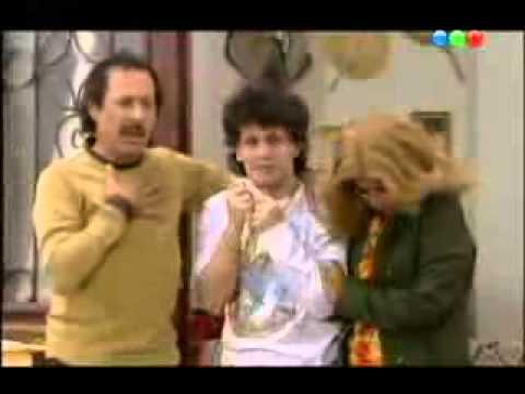 los argentos - Pepe Argento en una escena hablando