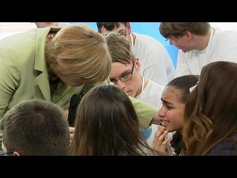Γερμανία: Η νεαρή προσφυγοπούλα που η Μέρκελ έκανε να κλάψει πήρε άδεια παραμονής