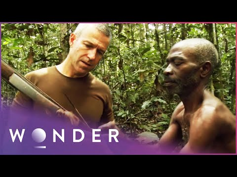 This Man Survives As Part Of A Jungle Tribe | Man Hunt S1 EP3 | Wonder