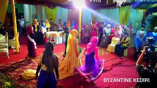 Video KERENNNNN PENGANTIN MENARI ALA BOLLYWOOD, KADO SPESIAL DARI KAKAK PENGANTIN 😍😍😍 MP3, 3GP, MP4, WEBM, AVI, FLV September 2019
