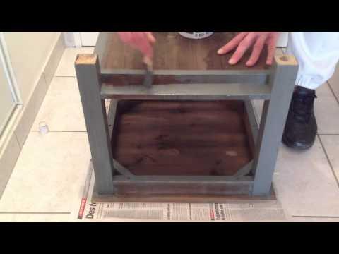 Peindre une chaise en bois - Porte peinte en deux couleurs ...