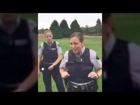 'I'm in charge here': Mountie shuts down family soccer game (видео)