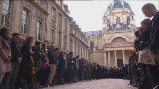 Video Paris attacks: La Marseillaise sang in tribute to victims MP3, 3GP, MP4, WEBM, AVI, FLV Juni 2017