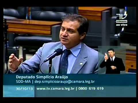 Simplício Araújo denuncia politicagem barata com entrega de máquinas retroescavadeiras no Maranhão