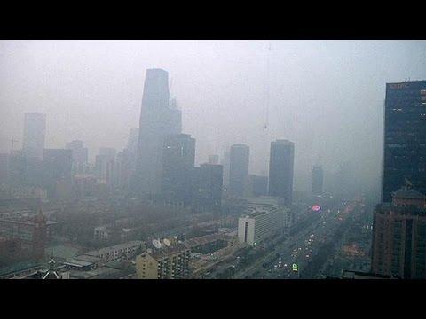 """Κίνα: Κόκκινος συναγερμός για το νέφος – Το Πεκίνο έγινε πόλη """"φάντασμα"""""""