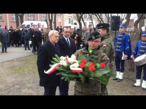 Wideo1: Uroczystości pod pomnikiem pamięci Żołnierzy Wyklętych w Lesznie