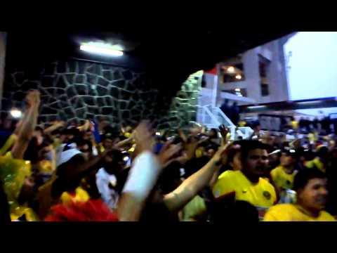 La monu 16 semifinal 18/mayo/2013 afuera del aztec - La Monumental - América