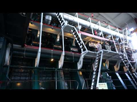 World's largest Diesel Engine starting
