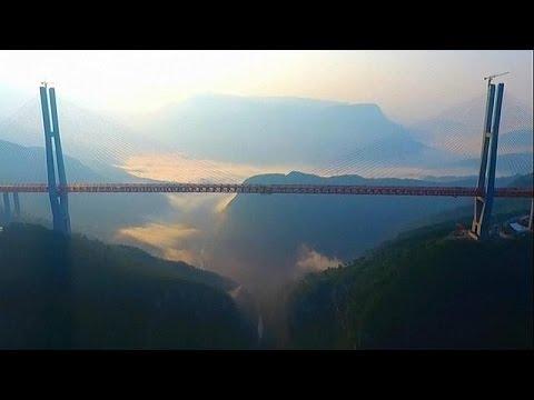 Στη νοτιοανατολική Κίνα η μεγαλύτερη κρεμαστή γέφυρα