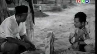 Video Ibu Mertuaku (1962) - Cemetery scene MP3, 3GP, MP4, WEBM, AVI, FLV Juli 2018