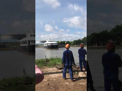 Cty TNHH Du Thuyền Ngựa Biển - Hạ thủy tàu nhà hàng 2 thân 80 khách