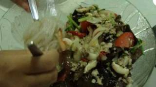 Thai Food Cooking : Yum Woonsen (Bean Thread Noodles Spicy And Sour Salad)