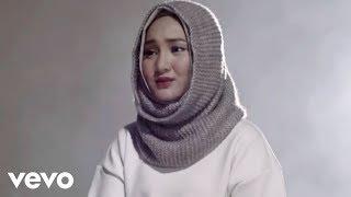 Download lagu Fatin - Salahkah Aku Terlalu Mencintaimu (Official Music Video) Mp3