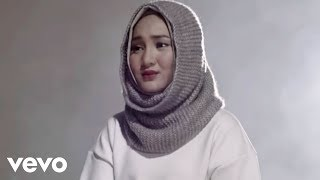 Video Fatin - Salahkah Aku Terlalu Mencintaimu (Official Music Video) (Video Clip) MP3, 3GP, MP4, WEBM, AVI, FLV Mei 2018