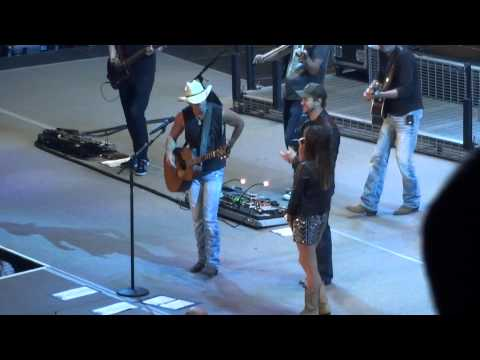 , Kacy Musgraves, and Eli Young pay tribute to George Jones Live in Peoria HQ