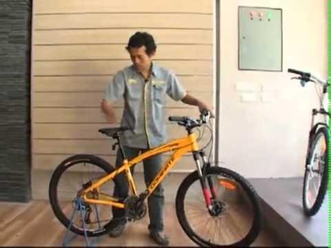 Video sepeda gunung Indonesia - Dipandu oleh Nuryadi, mekanik United Bike, berikut adalah cara setting roda sepeda MTB yang baik untuk dilakukan. (Video diatas seperti yang ditayangkan di p...