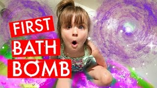 Video HER FiRST BATHBOMB 🌟 GETTiNG READY FOR BED 🌛 MP3, 3GP, MP4, WEBM, AVI, FLV Maret 2018