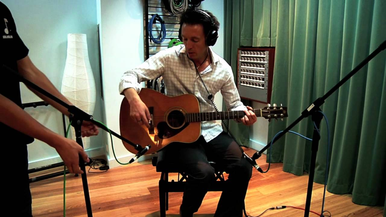 How To Record Acoustic Guitar – Mic Placement