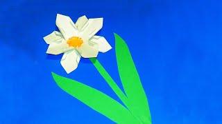 Квітка Нарцис - Аплікація Своїми РукамиУ цьому відео ми зробимо красиву аплікацію з паперу своїми руками «Квітка Нарцис».Її можна зробити, як подарунок комусь на День народження, або в школу на виставку.Опис відео:00:01 Беремо квадратний аркуш паперу00:03 Згинаємо навпіл і ще раз навпіл00:27 Розрізаємо ..01:39 Зробіть 2 таких заготовки02:54 Приклейте серединку03:21 Аплікація «Нарцис» готова!Підписуйтесь на наш YouTube канал «Розумна дитина»,щоб першими дізнаватись про нові відеоhttps://www.youtube.com/channel/UCpKlZnl88hGmT363eG4mtEgКрута іграшка пружинка Райдуга Орігамі https://youtu.be/itETbru8OYMЯк зробити лілію своїми руками (аплікація з паперу): https://youtu.be/Xqn53jbunBQ