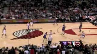 Asistencia de Sergio Rodriguez a Rudy Fernandez.  Tras la canas, robo y triple de Rudy Fernandez.Jugada del 26 de Marzo en el partido Blazzers - Suns.Vídeo: nba.com