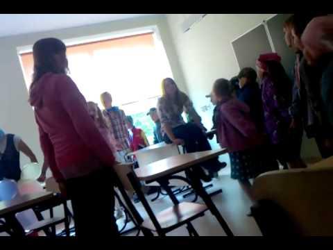 Huumori Vennad:Koolis Tutipäeval :)