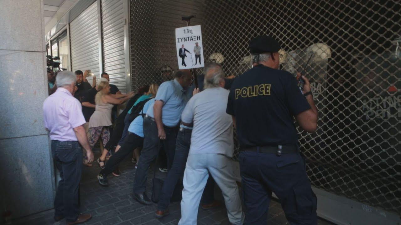 Διαμαρτυρία της ΠΟΕΔΗΝ έξω από το υπουργείο Οικονομικών