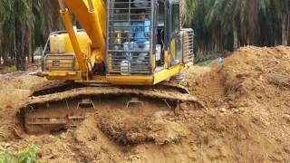 Alat Berat - Excavator ( beko ) Skill. membuat saluran air di kebun