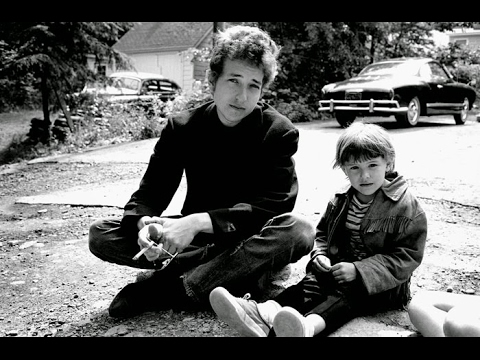 18 AMAZING UNSEEN BLACK AND WHITE PHOTOS OF BOB DYLAN IN 1964