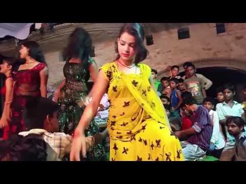Video Tukur Tukur Dekhte Ho Kya julfe Teri Chehra Tera download in MP3, 3GP, MP4, WEBM, AVI, FLV January 2017
