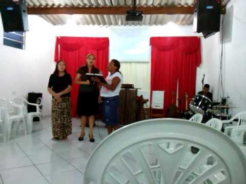 Preta louvando na Assembléia de Deus em cananéia