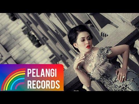 Syahrini - Cinta Tapi Gengsi (Official Music Video)