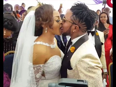 That Adorable Moment, Oritsefemi Kissed His Wife Passionately & Puts The Ring On His Finger. Wedding