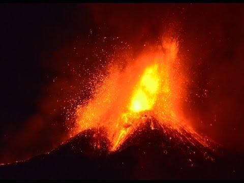 Etna, eruzione mozzafiato questa notte. Ecco foto e video fantastici dell'evento! 17 Novembre 2013