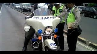 Video video lucu  polisi tilang polisi militer MP3, 3GP, MP4, WEBM, AVI, FLV November 2017