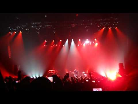 R. Kelly - Intro / Flashing Lights Freestyle live @ Heineken Music Hall 19 April 2011