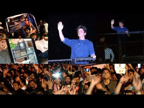 Shahrukh Khan Waves To Fans || SRK Celebrates 53rd Birthday In King Style At Mannat