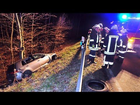 B 450: Golf bei kuriosem Unfall völlig zerstört