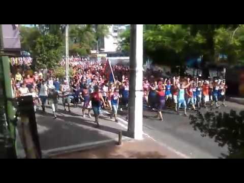 Hinchada de Cerro Porteño camino al estadio - La Plaza y Comando - Cerro Porteño