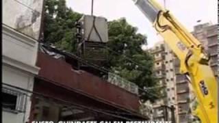 Guindaste cai sobre restaurante em Belém