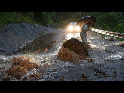 Καταιγίδες και φονικές πλημμύρες στη νήσο Κιούσου
