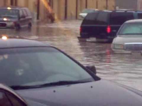 أمطار وسيول وبرد وغرق سيارات