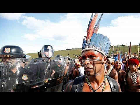 Ιθαγενείς vs αγροτών διαδήλωσαν στη Βραζιλία
