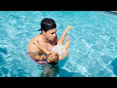 Taytum And Oakley LEARNING TO SWIM WITH DADDY