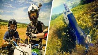 Pour le dernier jour de mon voyage en Guadeloupe, Enzo, un abonné, m'a invité à faire de la motocross chez lui. Une 450 YZF un terrain de cross et de l'enduro ...