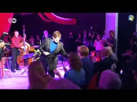Канцлер Німеччини Ангела Меркель заспівала в стилі джаз