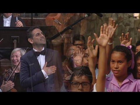 Ερμηνεύοντας για τα φτωχά παιδιά του Περού – musica