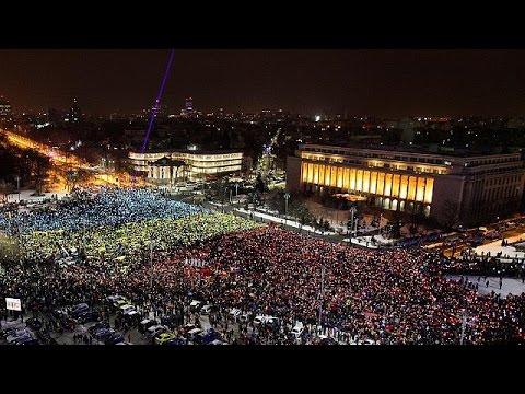 Δεκάδες χιλιάδες οι διαδηλωτές στο Βουκουρέστι