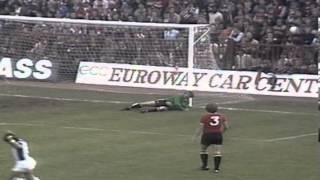 Johnny Giles trifft gegen Manchester United (1976)