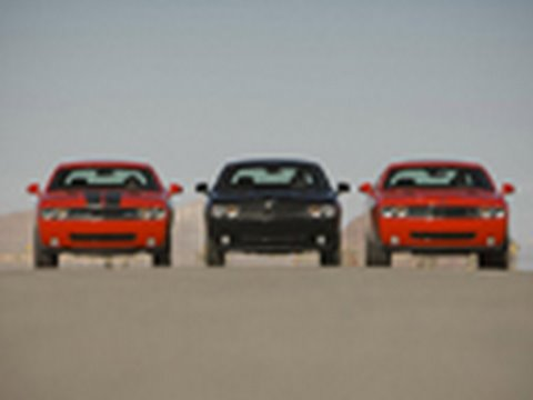 Challenger Drag Race! - SE vs R/T vs SRT8